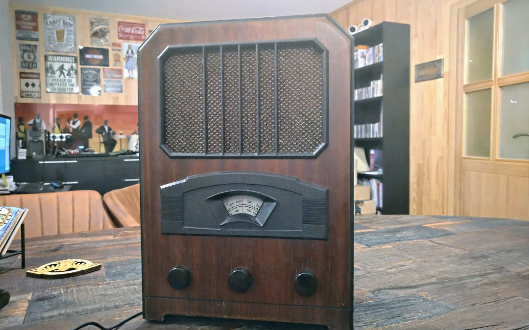 Holiday Season fun – Building a modern Juke Box from an old radio radio, Raspberry Pi, HiFiBerry, and Mopidy